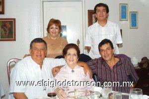 08112007 Señora Carolina con sus hijos Alejandra, Javier, Jorge y Enrique Peña Abusaid.