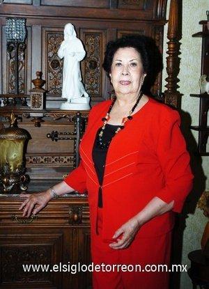 09112007 Esther González Navarro celebró recientemente su cumpleaños.