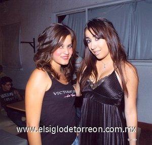 11112007 Ana Karla y Carolina Sada, en un desfile de modas.