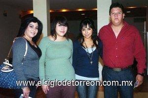 11112007 Ivonne de Mendoza, Mariana Mendoza, Michel Mendoza y Andrés Izaguirre.