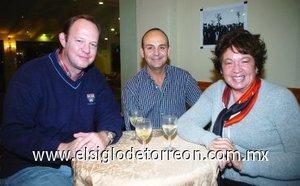 11112007 Jorge Villalobos, Sergio Pérez y Oralia Esparza disfrutaron de reciente evento.