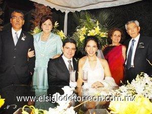 11112007 Marcela Rojas Soto y José Antonio Lee Chibli acompañados por Alfredo y Esperanza Rojas; Antonio y Karime Lee.