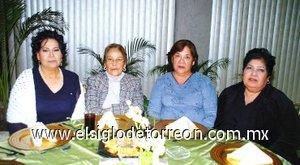 11112007 Margarita Cortés, Minerva Rodríguez y Belén Olguín acompañaron a Andrea Olguín en su fiesta de cumpleaños.