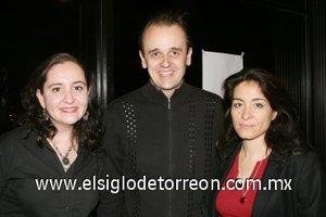 16112007 Palmira Hernández, Eric Lahille y Ana Gloria González, captados en reciente evento.