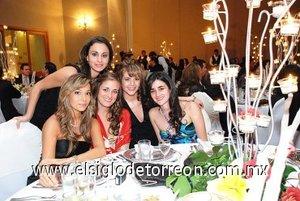 18112007 Lorena Garza, Montse Catalán, Carmen Santibáñez, Silvia Plata y Lorena Santibáñez.