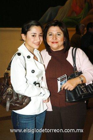 18112007 Nancy de la Garza y Silvia de la O de De la Garza.