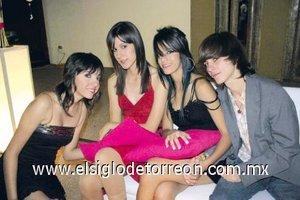 19112007 Luisa Salas, Sara Godoy, Mariana Sandoval y Kanini Grovas.
