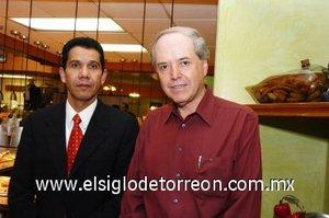 23112007 Antonio Martínez y Jorge Landeros asistieron a la reciente reinauguración del restaurante Sirloin Stockade.