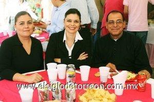 24112007 Lorena de Piña, Cecy de González y el padre Arturo Macías Pedroza asistieron a reciente inauguración en la ciudad de Gómez Palacio, Dgo,