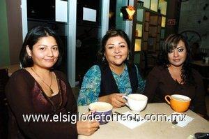 24112007 Rosa Mayela Torres, Milagros Goytia y Brenda Betancourt en una tarde de café