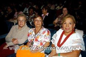 18112007 Judith de Urtiaga, Angelina Hernández y Silvia Navarro.
