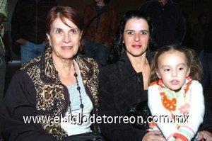 25112007 Adelina Soto, Carmen de Soto y Luciana Soto.