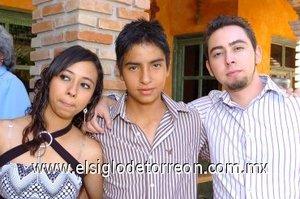 25112007 Karla Iveth Juárez, Kevin Chávez García y Eduardo Alfonso, en pasado festejo de cumpleaños.