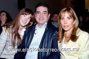 25112007 Lies Luján, Lázaro Bello Garza y Nicole Bello Luján.