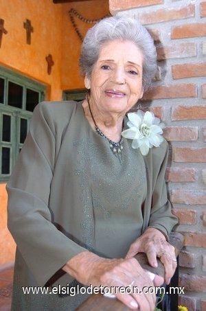 28112007 Señora Flora López Vda. de García, cumplió 90 años de edad.