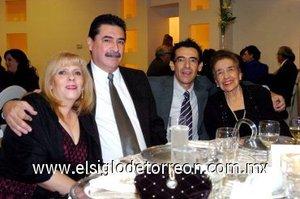 29112007 Olga Jalife, Javier González, Carlos González y Beatriz Ruiz de González.