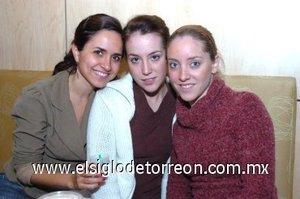 30112007 Ana Karla Veyán, Mariana García y Cristy Berlanga.