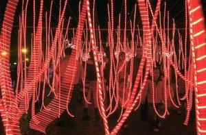 Las figuras decorativas de caramelo fueron parte de la inauguración del alumbrado navideño en COlombia.