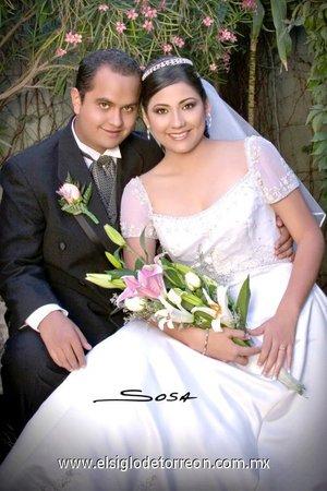 Sr. Jorge Luis Berna Benavides y Srita. Ana Laura Ochoa Valdés recibieron la bendición nupcial en la parroquia Los Ángeles el pasado sábado 27 de octubre de 2007. <p> <i>Studio  Sosa</i>