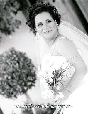 Srita. Denise Hinojosa Medrano el día de su enlace nupcial con el Sr. Carlos Alberto Chavarría Urbina. <p> <i>Estudio Carlos Maqueda</i>