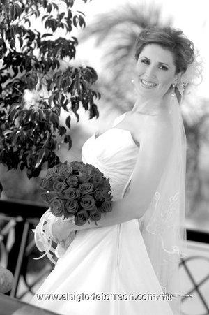 Srita. Marcela Pereyra González el día de su boda con el Sr. Luis Fernando Compeán Ramírez. <p> <i>Estudio Carlos Maqueda.</i>