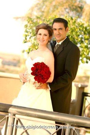 Sr. Luis Fernando Compeán Ramírez y Srita. Marcela Pereyra González contrajeron matrimonio en la parroquia de Nuestra Señora de la Encarnación el viernes nueve de noviembre de 2007. <p> <i>Estudio Carlos Maqueda.</i>