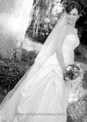 Srita. María Eugenia Ávila Orozco, el día de su boda con el Sr. Héctor Cantú Niño de Rivera. <p> <i>Estudio Carlos Maqueda.</i>
