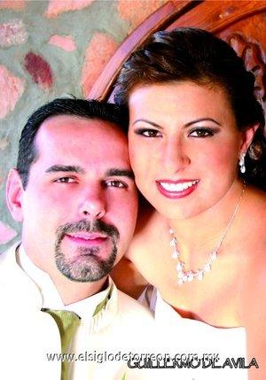 Sr. Koen G.P. Peeters y Srita. Miriam Aldana Martínez contrajeron nupcias en el Santuario del Cristo de las Noas, el pasado sábado 27 de octubre de 2007.  <p> <i>Fotografía Guillermo de Ávila.</i>