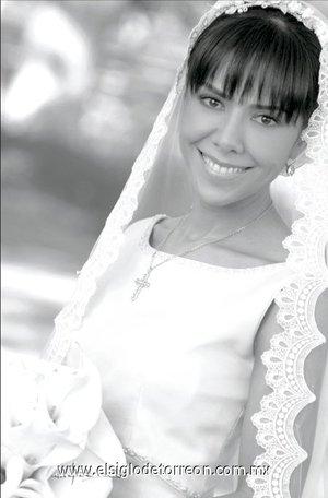 Srita. Myriam Marcia Ramírez de León el día de su boda con el Sr. Alfonso Sepúlveda Ramírez. <p> <i>Estudio Carlos Maqueda.</i>