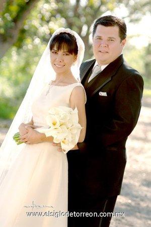 Sr. Alfonso Sepúlveda Ramírez y Srita. Myriam Marcia Ramírez de León unieron su vida en sagrado matrimonio en el altar de la parroquia de Nuestra Señora de la Encarnación el sábado 22 de septiembre  de 2007. <p> <i>Estudio Carlos Maqueda.</i>