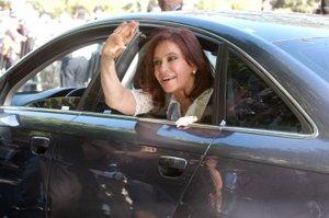 Fernández de Kirchner ganó en primera vuelta los comicios del 28 de octubre con el 45.29 por ciento de los votos como abanderada del Frente para la Victoria, una alianza entre una fracción del gobernante Partido Justicialista (PJ) y diversas organizaciones.