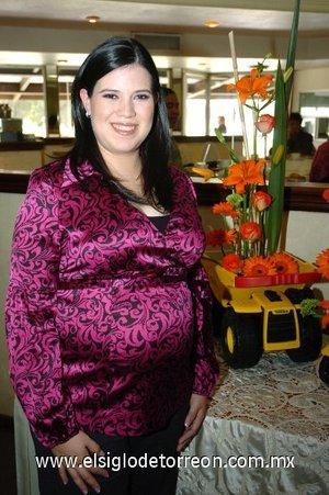 01122007 Marce Cárdenas de García fue agasajada con una fiesta de regalos para bebé.