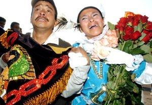 Dos jóvenes que llevaban caminando varios días desde sus pueblos y ya cojeaban consideraron que merecía la pena por 'la fe a la 'Morenita de Tepeyac'', como llamaron cariñosamente a la Guadalupe.