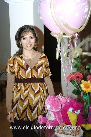 02122007 Irma Cáceres de Sánchez espera una niña.