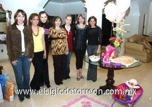02122007 Irma con sus amigas Claudia Aguilera, Zehenia Ramírez, Gaby Hernández, Cristina Maturino, Lorena Michel y Mary Tere de la Fuente.