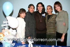 07122007 Karime con las organizadoras de su fiesta Lucía Padilla Salmón, Carmen Salmón de Sánchez, Lupita Salmón de Padilla y Lorena Sánchez Salmón.