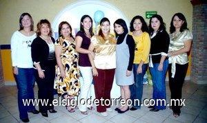 08122007 Mariana, Ivonne, Paty, Karla, Laura, Mary, Eva y Paty quienes recibieron invitación para acompañar a su amiga María Mayela Castillo Tello en su fiesta de regalos para bebé.