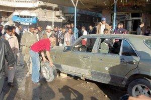 Las explosiones ocasionaron abundantes daños materiales en varios vehículos y edificios colindantes.