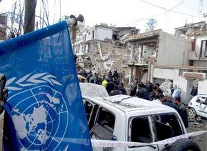 El primer coche bomba explotó cerca de un cine, mientras que el segundo lo hizo en un mercado y el tercero en un estacionamiento, situado en esa misma calle, repleta de locales comerciales.