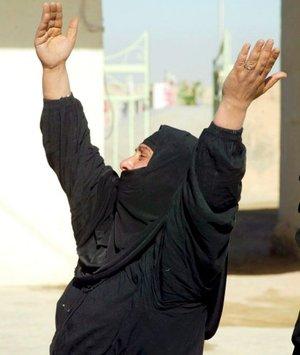 Muchas de las víctimas son mujeres y niños, que fallecieron por tres estallidos casi consecutivos, ocurridos en plena hora punta de la mañana en la calle del Tigris, en el Centro de la ciudad, 350 kilómetros al sur de Bagdad.
