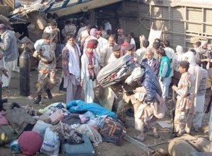 El tren que llevaba unos 900 pasajeros, muchos de los cuales regresaban a sus hogares tras disfrutar de la festividad islámica de Eid ul-Adha.