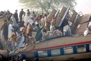 No fueron aclaradas las causas del accidente, en el que centenares de aterrorizados pasajeros tuvieron que escapar por su cuenta de los escombros.