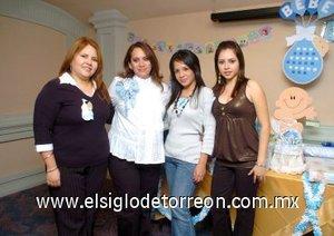 09122007 Mari Cortés de Contreras con algunas de sus invitadas a la fiesta de canastilla que le ofrecieron Ivone Márquez y Yadira Cortés.