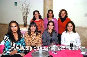 09122007 La agasajada en compañía de Laura Gamboa, Marcela de la Rosa, Mague Tosca, Elva López de Cano, Rocío Rivera de Fuentes y Martha Julia Mena.