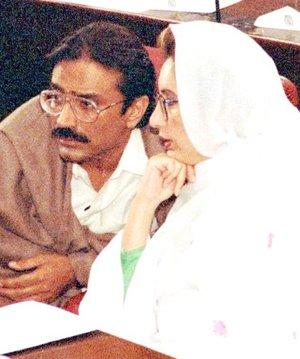 La líder del PPP, jefa de Gobierno,  había regresado a suelo paquistaní tras ocho años de exilio hace sólo 71 días, el pasado 18 de octubre.