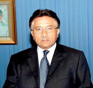 Musharraf condenó fuertemente el asesinato de inocentes en el atentado y pidió a los paquistaníes que mantengan la calma para afrontar esta tragedia y dolor, con resolución renovada para continuar la lucha contra el terror.