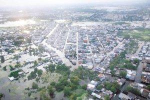 Las intensas lluvias en el sureste de México a finales del mes de noviembre ocasionaron que las aguas de los ríos Carrizales y Grijalva inundaran la mayor parte de la capital tabasqueña.