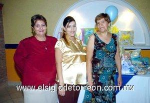 21122007 Teresa Santelices de García y María Mayela Tello Espada, festejaron a María Mayela Castillo Tello de García con una fiesta de canastilla.