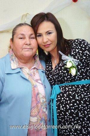 28122007 Aurelia Aguilera de Treviño, organizó fiesta regalos para bebé en honor de su hija Gabriela Treviño de Delgado.