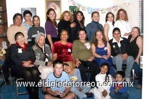 15122007 Ivonne García de Medina en su fiesta de regalos para bebé organizada por Adela Macías Chacón y un grupo de amistades y familiares quienes la acompañaron en el evento.